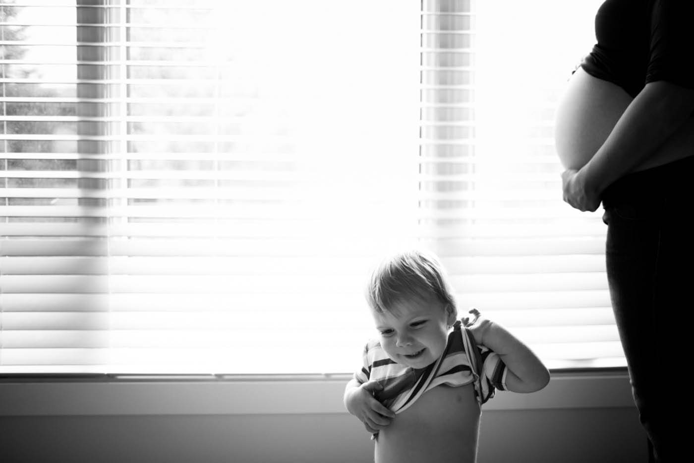 Calgary maternity photography in home